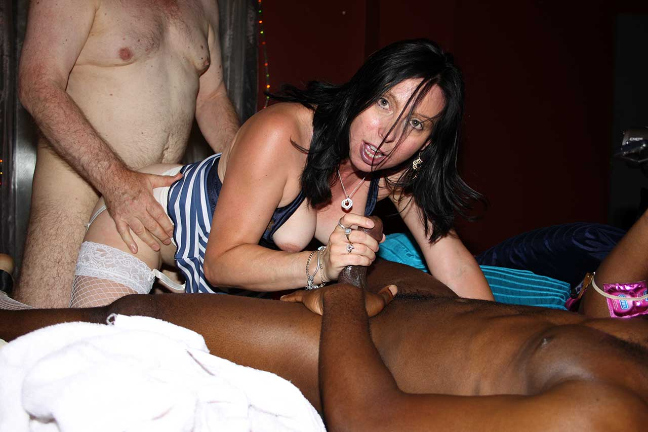 Cheating wives girlfriends suck cock