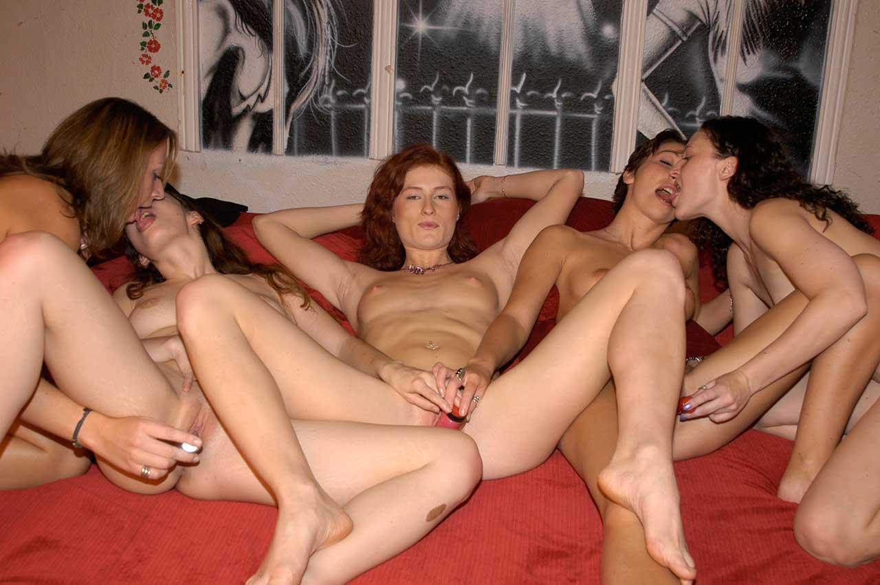 Amateur Lesbian Sex Game