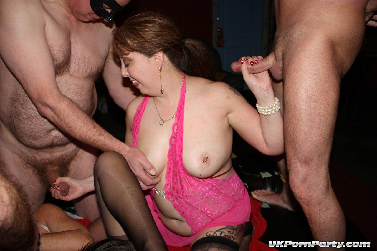 amatuer-gangbangs-parties-extreem-pussy-close-up